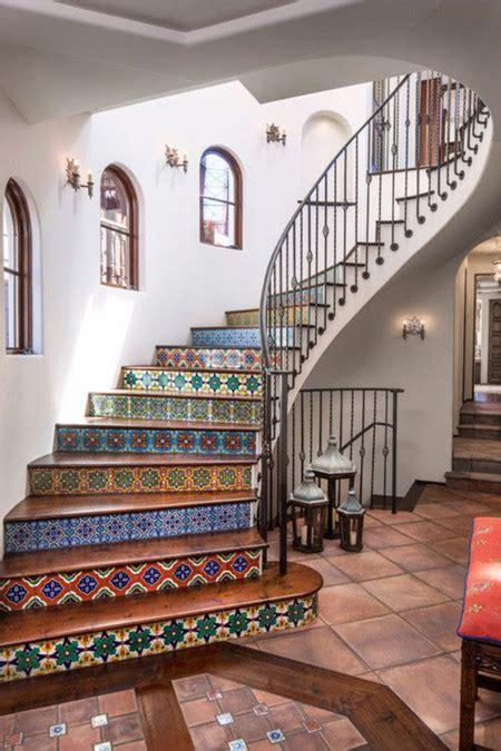 21 ideas para darle color y estilo a las escaleras de tu casa