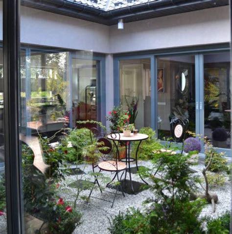 5 ideas geniales para un pequeño patio interior   pisos Al ...