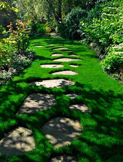 8 ideas de caminos para el jardín