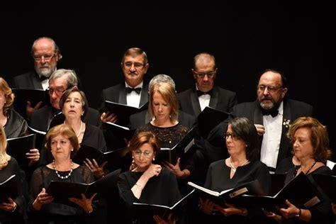 A Coral Polifónica de Pontevedra enche o Teatro Principal ...
