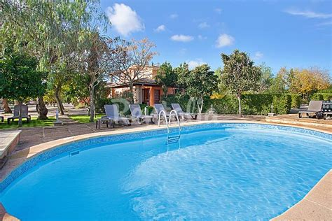 Amplia casa de campo para 16 con piscina y jardín ...