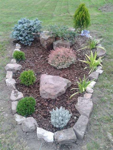 Añadimos unas piedras y corteza de pino ^^ | Mi jardín ...