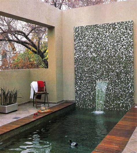 Arquitectura de Casas: Terraza con piscina y fuente de ...