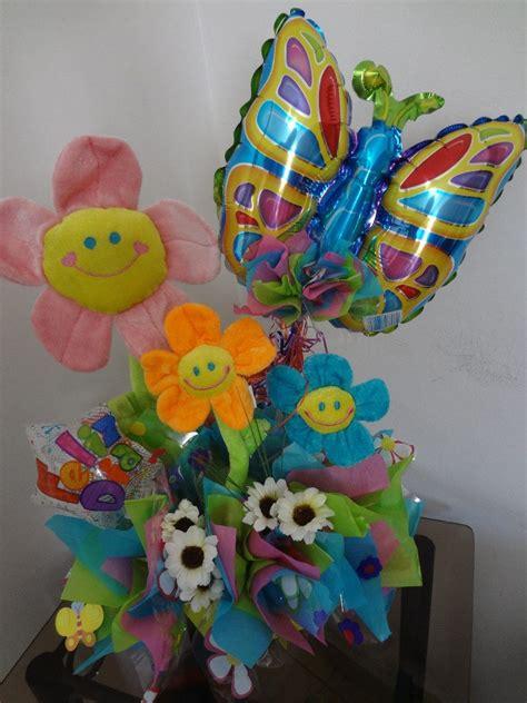 Arreglo Con Globos Metalizados Y Flores   Bs. 8.829.980,00 ...