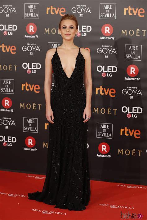 Aura Garrido en la alfombra roja de los Premios Goya 2018 ...