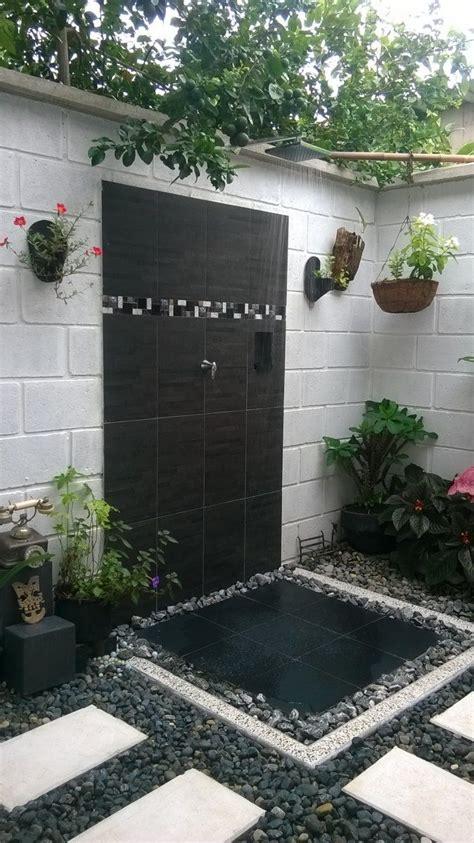 Baño al aire libre en una casa rural | Decoración