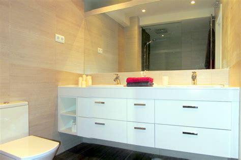 Baño con mueble a medida   Reformark