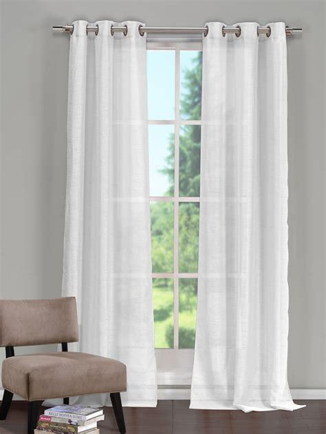 Beautiful bedroom curtains in St Maarten | PENNY S
