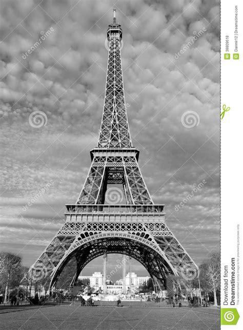 Calles De París En Blanco Y Negro. Torre Eiffel Foto de ...