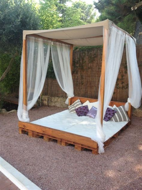 Cama Balinesa hecha de palets | Jardin | Pinterest