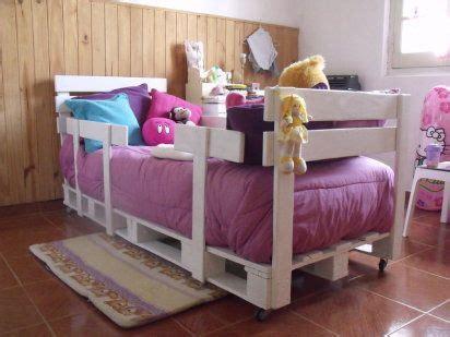 Camas infantiles hechas con palets