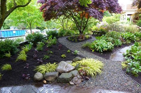 Camino de jardín: ideas atractivas piedras, losas y baldosas
