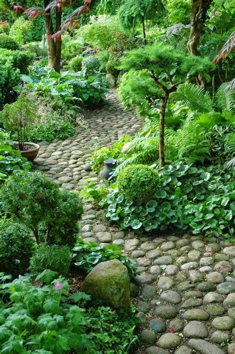 Caminos preciosos en jardines con césped 37 ideas