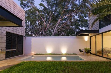 Casa de dos pisos en terreno angosto | Planos de Arquitectura