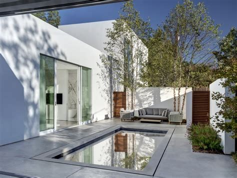 Casas pequeñas : una casa de diseño con piscina en la ...