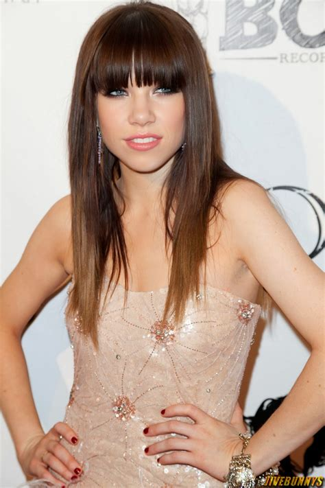 Celeb Update: Carly Rae Jepsen Photos and Picture Gallery 1