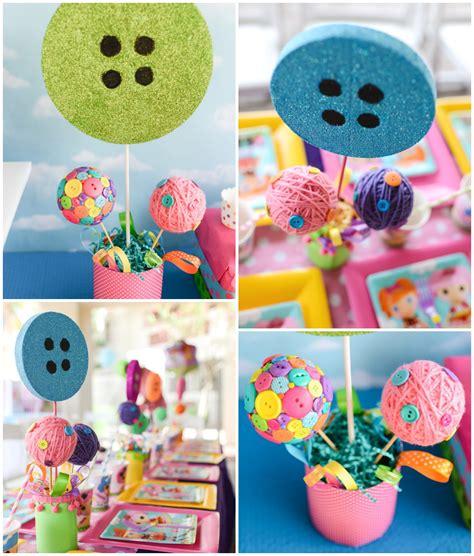 Centro de mesa con botones para cumpleaños infantiles ...