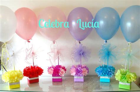 Centros de mesa con golosinas y globos para fiestas ...