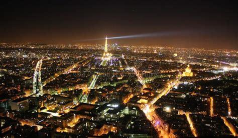 Ciudad En La Noche, París, Francia Fotografía editorial ...