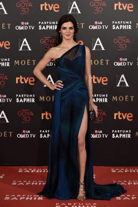 Clara Lago en la alfombra roja de los Premios Goya 2016 ...
