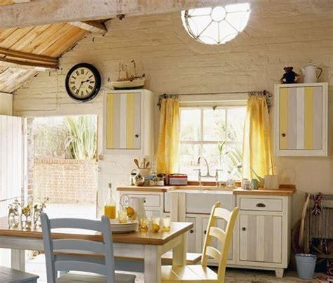 Cocinas rústicas: ¿mejor cortinas o estores? | cocinas con ...