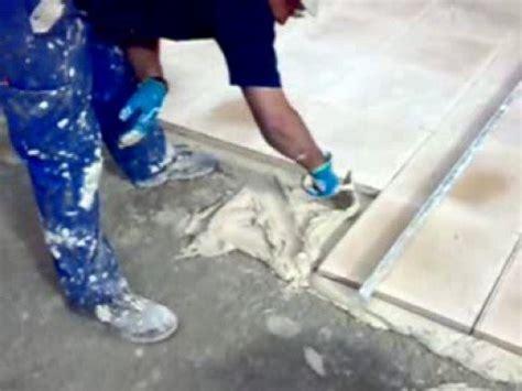Colocación de baldosa de terrazo a punta paleta/Terrazzo ...