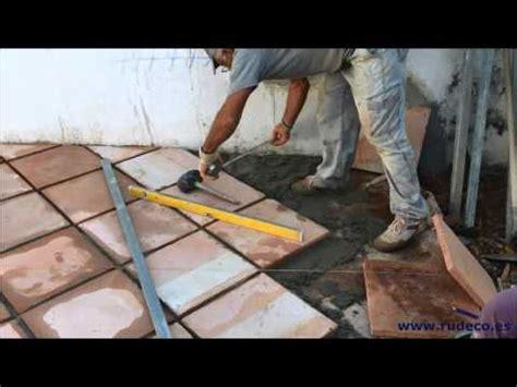 Colocar las baldosas de granito