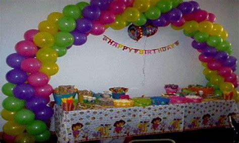 Como decorar un arco con globos