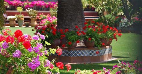 Cómo decorar un jardín de estilo andaluz