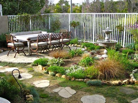 Cómo decorar un jardín exterior   Revista Family