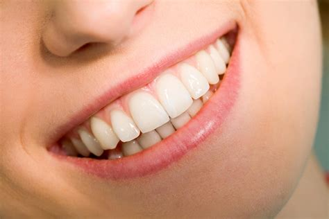 Cómo disimular los dientes grandes   5 pasos   unComo