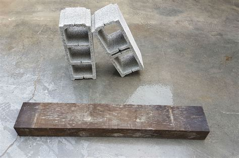 ¿Cómo hacer una estantería con bloques de hormigón y ...