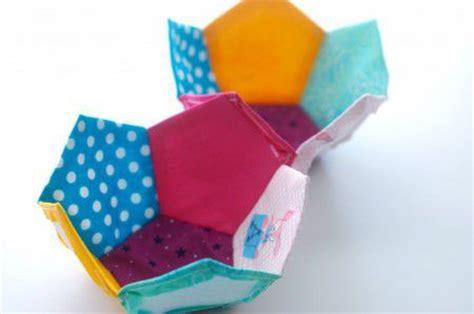Como hacer una pelota para bebe de patchwork | Todo ...