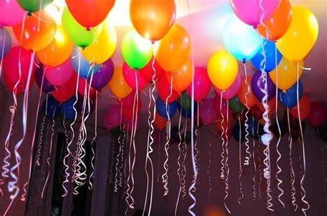 Cómo inflar globos voladores