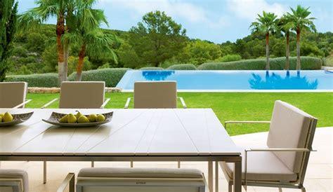 Consejos para escoger la mesa para la terraza o el jardín