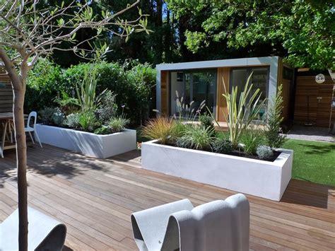 Contemporary Garden Design London   Modern Home Exteriors