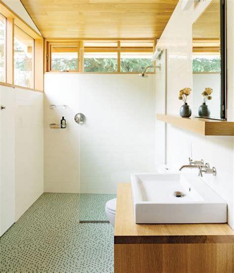 Cuartos de baño con ducha y planta rectangular