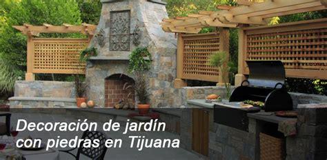 Decoración de jardín con piedras en Tijuana