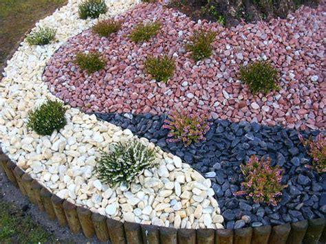 Decoración de Jardines con Piedras de Colores