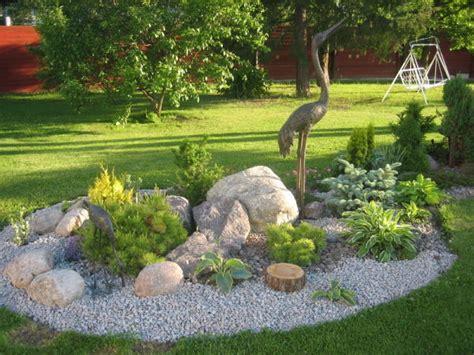decoración de jardines modernos con piedras actual