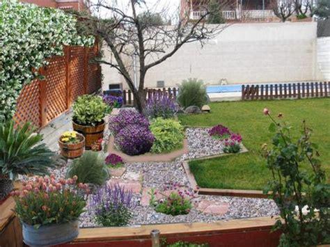 Decoracion de patios y jardines con piedras