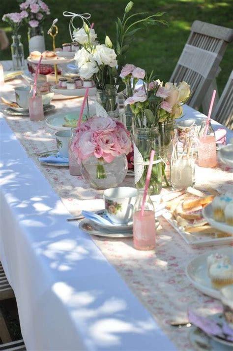 Decoración mesa al aire libre   Mesa decorada para fiesta ...