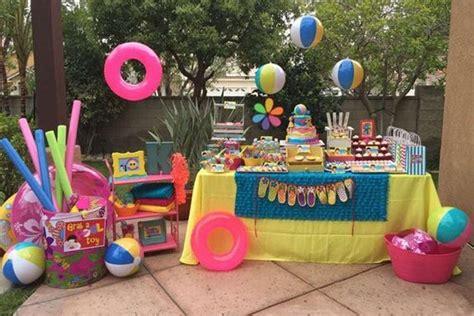 Decoración para una fiesta de cumpleaños en la piscina ...