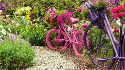 Decorar jardines con bicicletas   Hogarmania