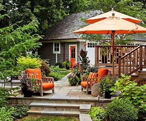Decorar un jardín grande y acogedor en unos pasos