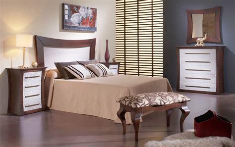 Descalzadora de Madera para Dormitorio Clásico