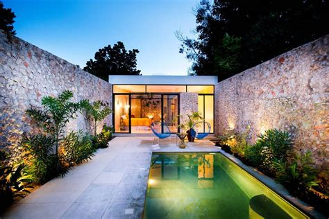 Diseño de exteriores: 2 patios modernos con pileta