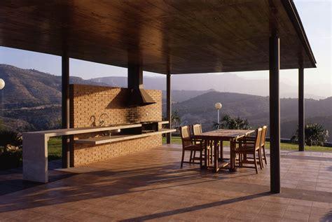 Diseño de terrazas y balcones: naturaleza, sencillez y luz