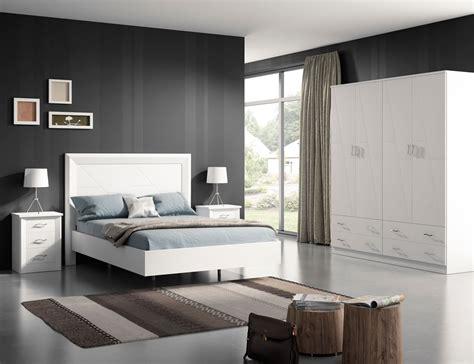 Dormitorio de matrimonio en madera con cabecero tapizado ...