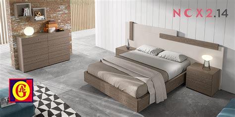 Dormitorios De Matrimonio Modernos. Dormir En Cama ...